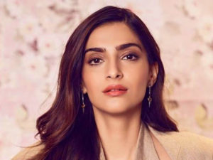 Sonam kapoor Images photo wallpaper for facebook