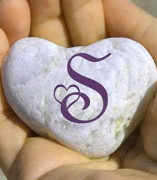 hand and heart for S letter whatsapp dp images hd